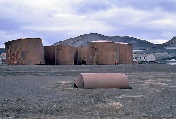 Die noch verbliebenen Teile der norwegischen Walfangstation wurden inzwischen zum Historic Site No. 71 gemäß dem Antarktis-Vertrag von 1995 erklärt.