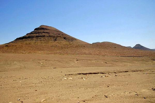 Typisch für das Damaraland sind die mächtigen Tafelberge.