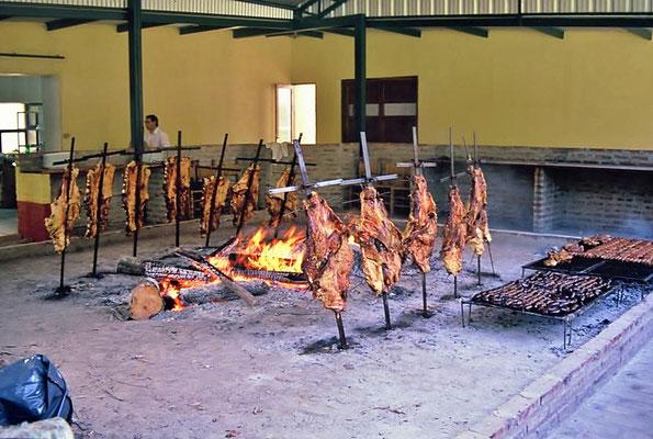 """Assado auf der Hacienda """"Las Arameidar"""" in der Argentinischen Pampa bei Buenos Aires."""
