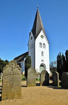 Die Kirche St. Clemens in Nebel wurde vermutlich 1236 erbaut und 1240 erstmals urkundlich erwähnt.