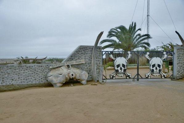 Eingangstor in den Skeleton Coast National Park.