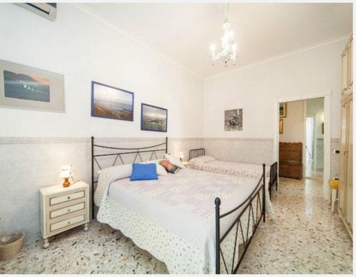 Camera da letto con balcone