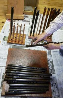 黒呂漆塗り後の表面研ぎ