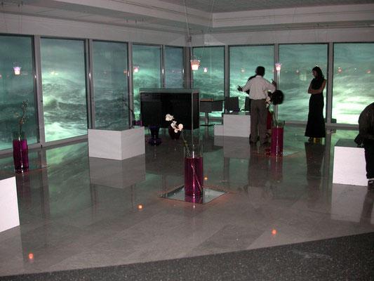 La soirée a démarrée ... le décor vidéo prend toute sa splendeur... ici avec des images de mer...