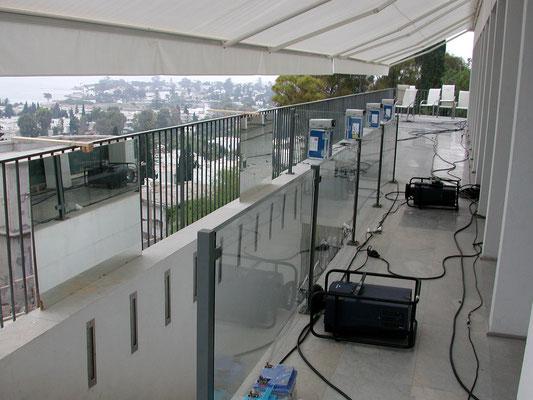 Sur la Terrasse... disposition des vidéos projecteurs pour un rendu parfait de l'image sur les baies vitrées