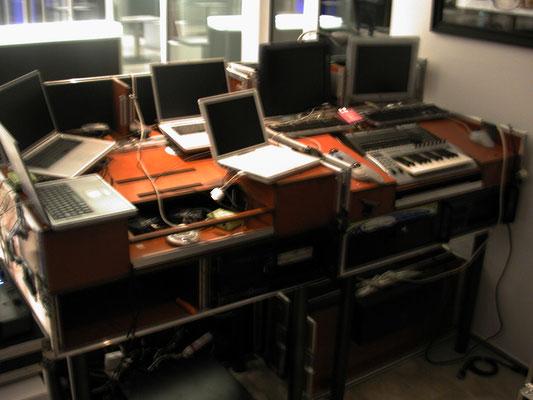 une OCP est égale à 1 flux vidéo. pour cette soirée il a fallu 8 Mac pour piloter toutes les images... avec seulement un seul clavier midi.