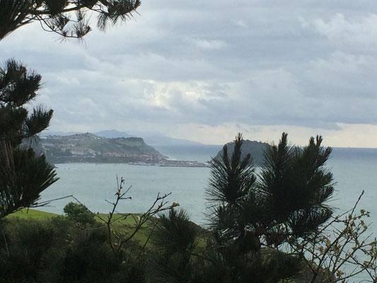 Panorama-Aussicht auf die Bucht von Zarautz