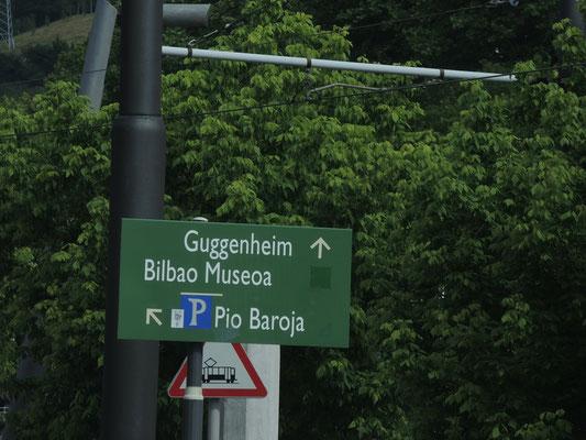 Die Beschilderung zum Highlight Bilbaos ist eher spärlich bemessen