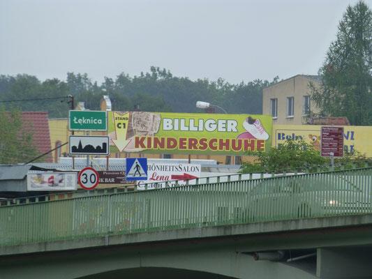 Die polnische Seite von Bad Muskau wird von Billigmärkten dominiert