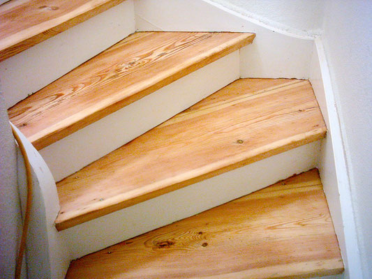 Treppe geschliffen und mit Acryl-Wasserlack versiegelt