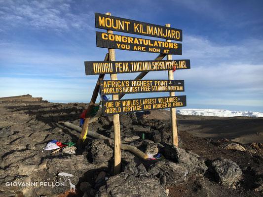 Uhuru Peak (5'895 m)