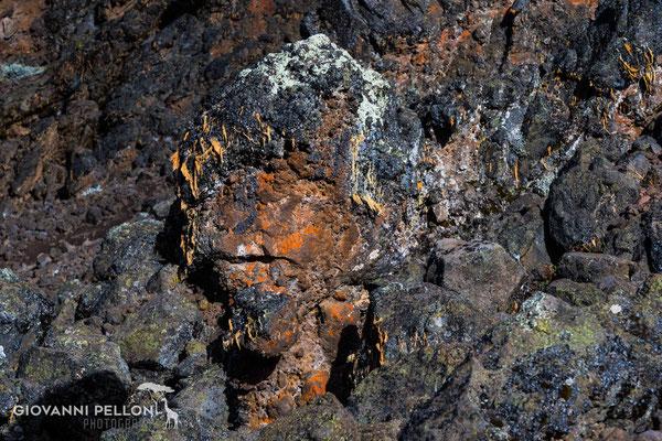 Lava formation above Mawenzi Tarn Hut  (4'330 m) - Lavaformation oberhalb Mawenzi Tan Hut