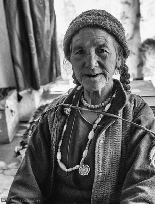Zanskar - Old woman in Lingshed
