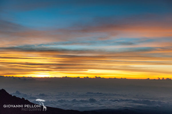 Sunrise near Uhuru Peak (5'895 m)