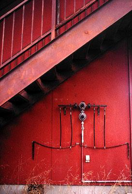 赤いアパート/廃アパート