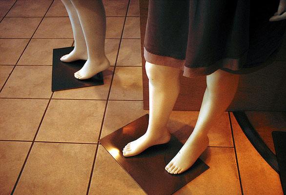 裸足のマネキン