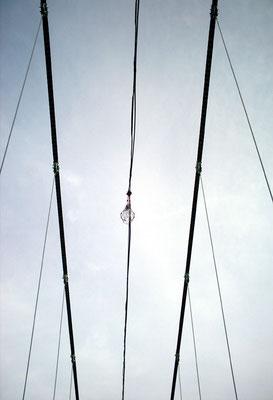 吊り橋/見上げる/ワイヤー