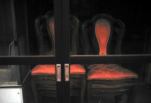 アンティークぽい椅子