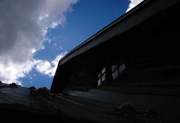 青空/屋根/向こう