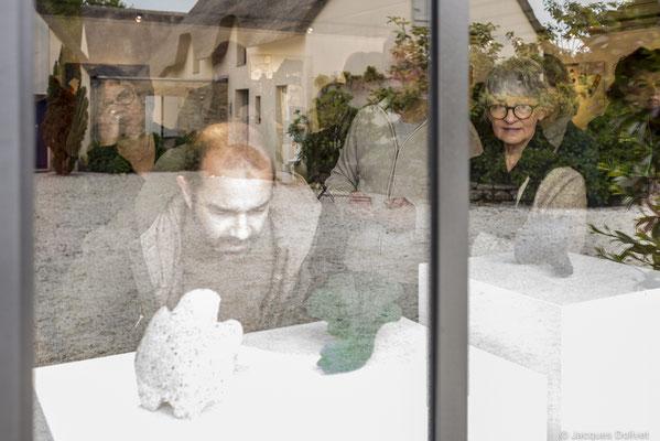 ©JD-L1009626-Hélène Benzacar, Thierry Merré, Yannick Connan, Doreen Le Marinel, et Izabela Matoŝ, à l'atelier de Christel Bruneel.