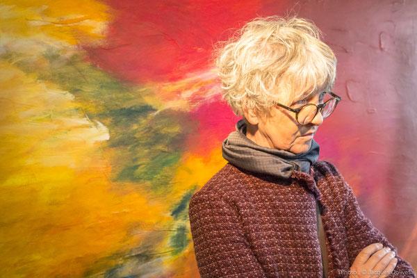 Doreen LE MARINEL, attentive, écoute la présentation de Brigitte GARCIA.