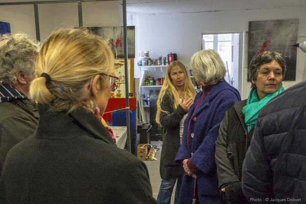 Dans son atelier, Carole BECAM présente son travail.