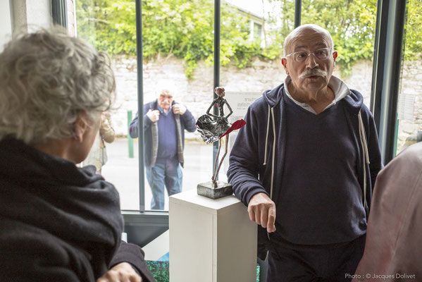 Jean-Denis MAYSONNAVE présente ses sculptures.