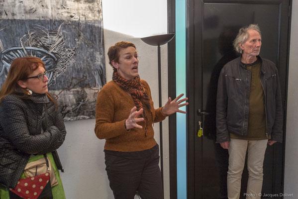 Chantal THERNISIEN présente son travail, avec SyEym (à gauche) et Jacques CORNET (à droite).