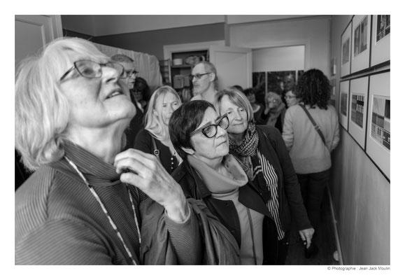 ©JJM-DSCF3051R-Françoise Lehay Brangoleau, Carole Bécam, Brigitte Garcia, devant les photos de Jacques Dolivet.
