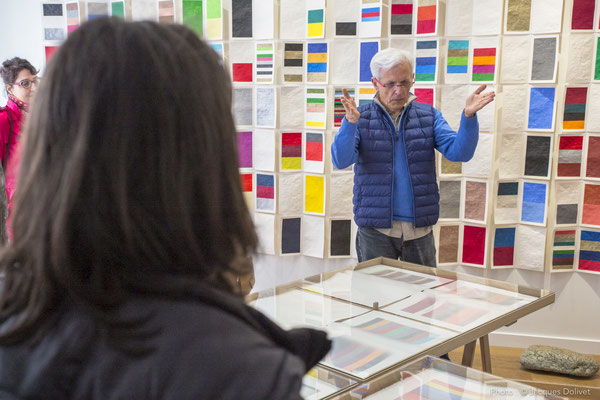 Jacques HAYOTTE, au cours de son commentaire sur son travail, à la Galerie Hasy.