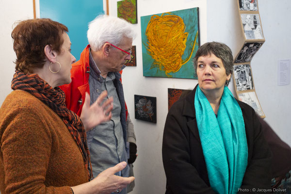 Chantal THERNISIEN, présente son travail à Jacques HAYOTTE et W. BELUGUE.