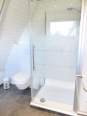 Neu und schick: die Dusche