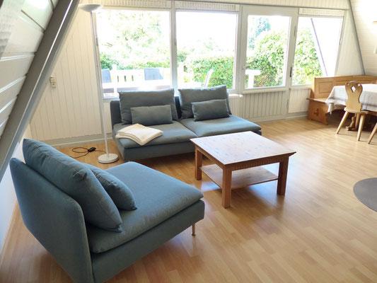 Wohnzimmer mit Blick auf die Westterrasse