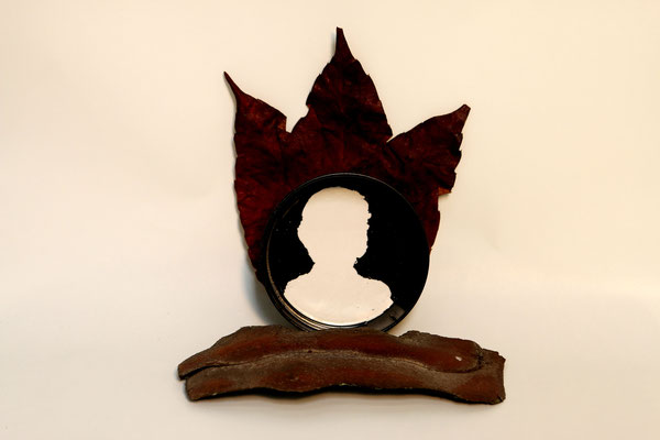 Queen Cut (2020) maple leaf, bark, sprayed plastic cover 15 x 16 x 10 cm