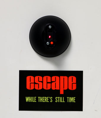 escape (2021) diverse parts, sign  46 x 27 x 14 cm