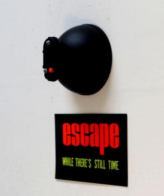 escape (2021) diverse parts, sign  46 x 27 x 14 cm