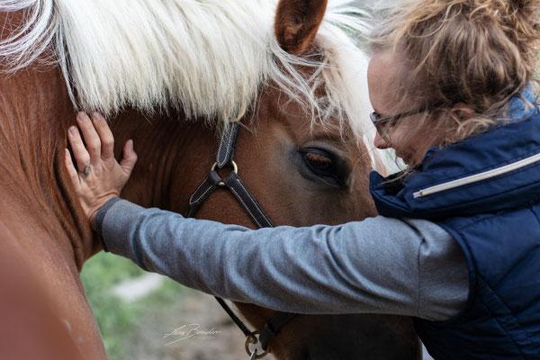 Behandlung der Halswirbelsäule - Foto: Lara Bender Fotografie