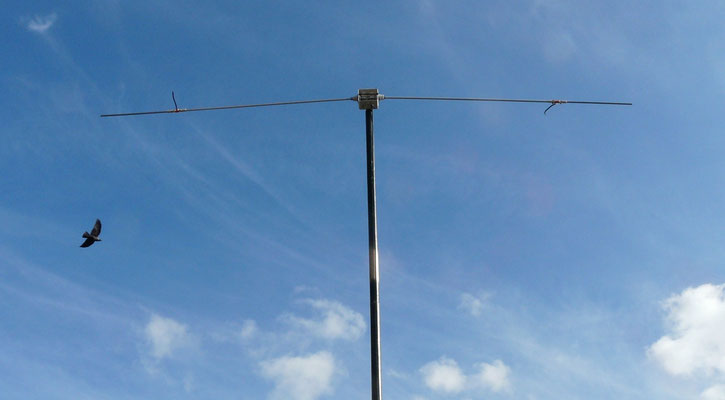 Trap dipole 4 and 6 meters. The piece of coax has been replaced by a ceramic capacitor of 15 pF 1000 V