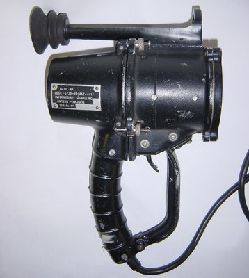 Morse Lamp. Intermediate Signalling Lantern - Francis. The Francis 68mm handheld signalling light is used on smallcraft for ship to ship and ship to shore signalling utilizing Morse code.
