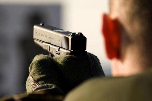 Glock 17 9mm. Lengte 203 mm. Gewicht 0,87 kg. Munitie 9 mm Parabellum 17 patronen in magazijn. Bereik maximaal effectieve dracht 30 meter. In gebruik bij het Korps Mariniers