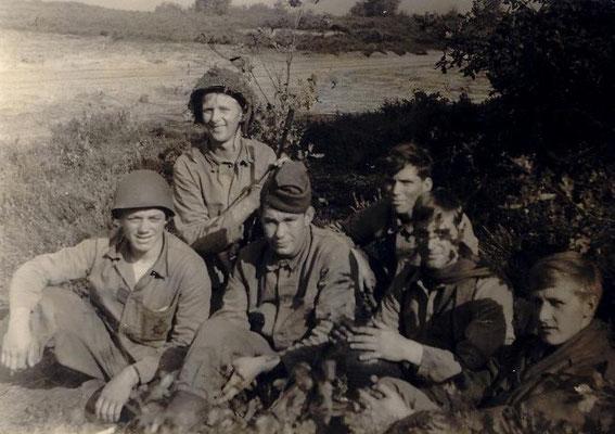 Jan links Marinier 19 jaar.