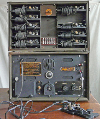 U.S.A. Signal Corps Morse Code Training Set AN-GSC-T1. Mc Elroy MFG. Corp. 1939 - 1945.  This training set is fully working. Used in the Netherlands TNX Wim PA2AM.
