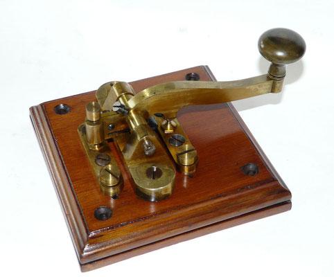 Dutch - Beautiful camelback Telegraph key. Used by the Dutch Rijkstelegraaf PTT and Railway. Gebr. Caminada Den Haag. ~1870