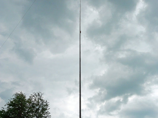 160 meters vertical. 14 meters long 150 µH coil at 8 meters from feeding point.