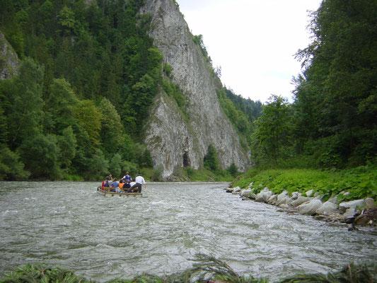Raften in noord Slowakije in de rivier Dunajec aan de grens met Polen.