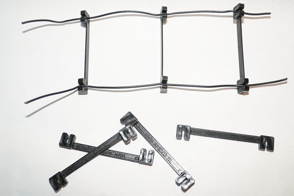 8.5 cm spacers for the 600 Ohm ladder line. order at: http://www.amevo.nl/plantstokken_boomclips/