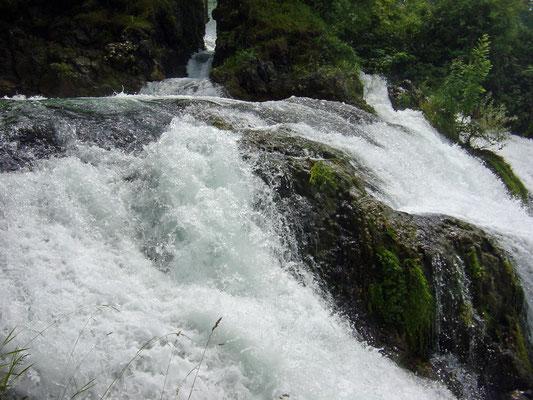 De waterval van Schaffhausen. (Rheinfall)