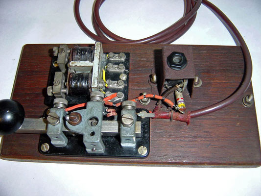 Key. WT 8AMP No2. Marked LMK. Sounder with Key dated 1940. Made by E.T. Ltd.