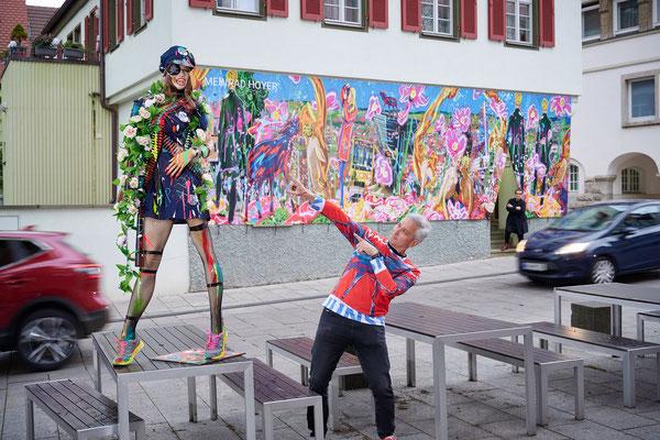 Der Künstler der Kunst erweist der Artpolice Respekt!