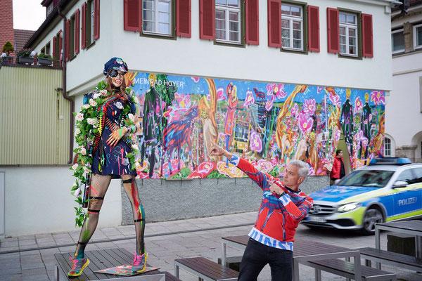 Der Künstler der Kunst huldigt der Artpolice!